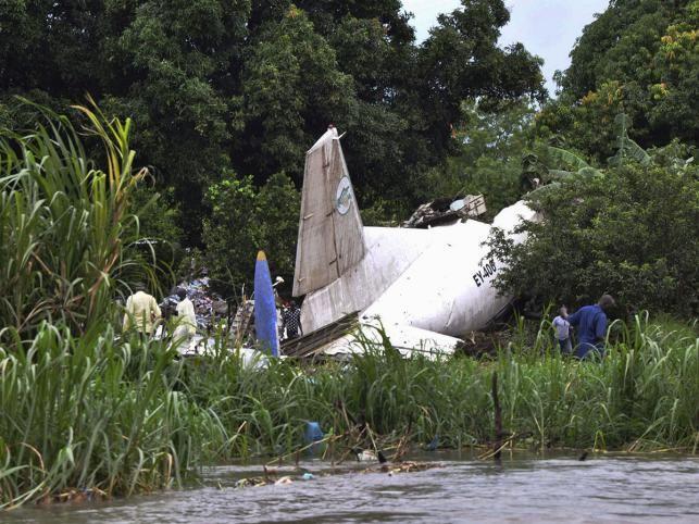 একটি কার্গো বিমান বিধ্বস্ত হয়ে অন্তত ৪১ জন নিহত